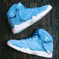 "AIR JORDAN 7 RETRO ""UNIVERSITY BLUE"" 男款篮球鞋"